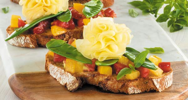 Gourmet tartines with mangetouts and Tête de Moine AOP rosettes