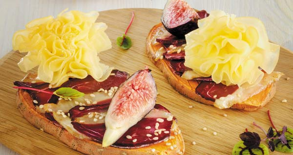 Sweet potato toast with duck breast, figs and Tête de Moine AOP